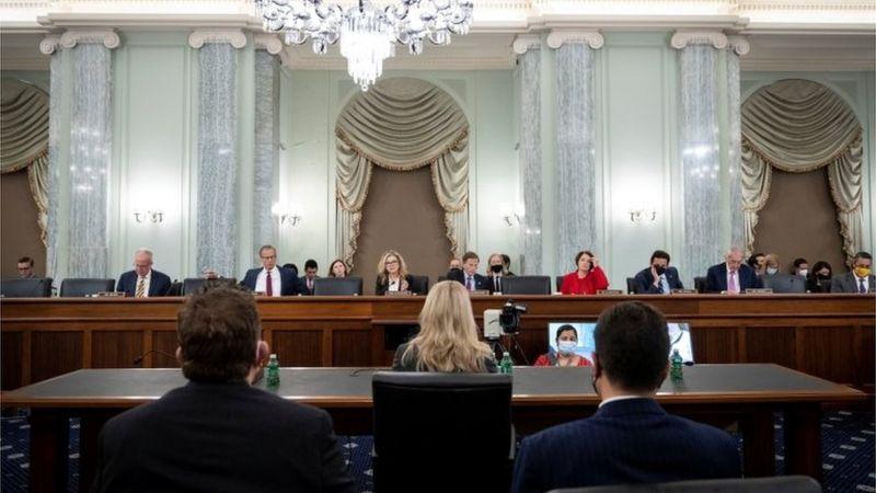 Senadores demócratas y republicanos escucharon el testimonio de Haugen.
